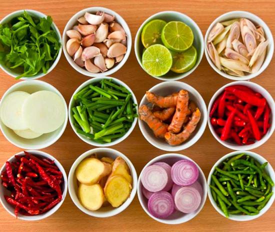 Mỗi món ăn của Thái đều có rất nhiều gia vị. Ảnh: fairyhouse.