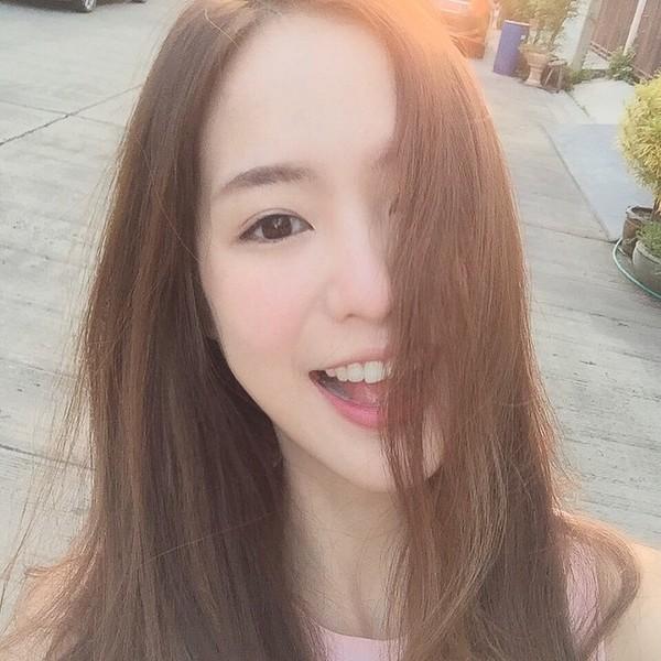 gioi-tre-viet-chuyen-huong-me-tit-phong-cach-cua-loat-hot-girl-thai-lan (33)