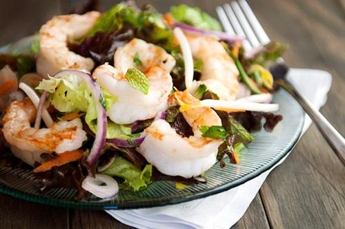 Cách làm Salad tôm Thái Lan chua cay hấp dẫn