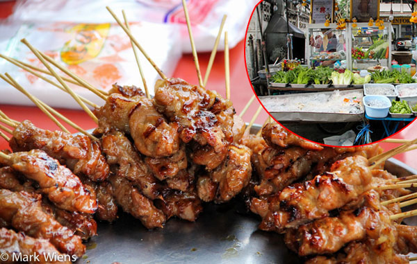 Thịt xiên nướng có thể tìm được ở bất cứ khu chợ nào ở Bangkok.
