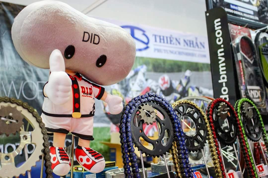 Gian hàng phụ kiện xe tại hội chợ Thái Lan